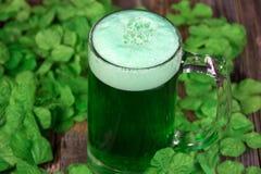 Зеленое пиво в кружке Стоковые Фотографии RF