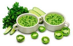 Зеленое пюре супа свежих овощей изолировано Стоковые Фото