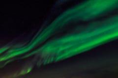 Зеленое северное сияние и небо starlight над городом Nuuk Стоковая Фотография RF