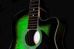 Зеленое тело акустической гитары Стоковое фото RF