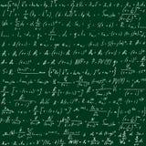 Зеленое школьное правление с формулами нарисованное вручную Научные уровнения также вектор иллюстрации притяжки corel Стоковое Изображение RF