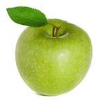 Зеленое яблоко с листьями стоковые изображения rf