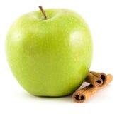 Зеленое Яблоко с циннамоном Стоковая Фотография