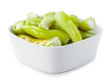 Зеленое Chilis заполнило при сыр изолированный на белизне Стоковое Фото