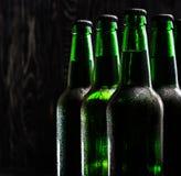Зеленые бутылки пива Стоковая Фотография