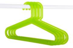 Зеленые вешалки на штанге изолированной на белизне Стоковая Фотография RF