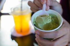 Зеленые вкусы чая мороженого Стоковая Фотография