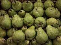 Зеленые груши в корзине Стоковое фото RF