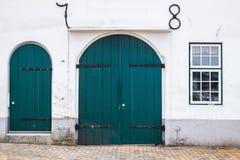Зеленые деревянные двери и окно Стоковые Фотографии RF