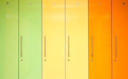 Зеленые желтые и оранжевые шкафчики Стоковое Фото