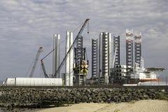 Зеленые инвестиции в энергетику Части турбины порта поставляя для offsho стоковая фотография