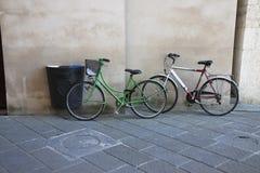 Зеленые и белые велосипеды Стоковое Изображение