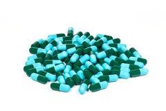 зеленые и голубые медицинские капсулы Стоковые Изображения