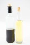 Зеленые и фиолетовые бутылки оливкового масла Стоковое Изображение