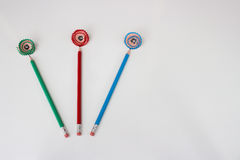 Зеленые, красные и голубые карандаши с shavings как цветки Стоковая Фотография