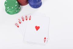Зеленые, красные и голубые обломоки покера с карточками Стоковая Фотография