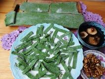 Зеленые макаронные изделия с белый варить крапивы Стоковое Изображение RF