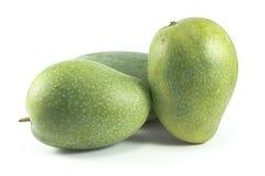 Зеленые мангоы изолированные на белой предпосылке Стоковые Фото