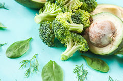 Зеленые овощи, авокадоы, брокколи, vegetable диета, detoxification стоковая фотография rf