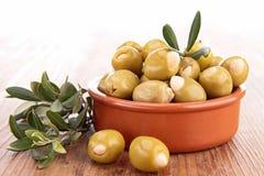 Зеленые оливки и ветвь Стоковые Фотографии RF