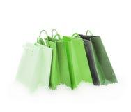 Зеленые пакеты подарка стоя в снеге Стоковое Изображение RF