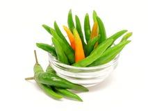 Зеленые перцы chili в стеклянном шаре стоковые фотографии rf