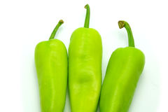 Зеленые перцы Chili на белой предпосылке Стоковое Изображение