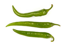 Зеленые свежие перцы jalapeno закрывают вверх на белизне стоковые изображения