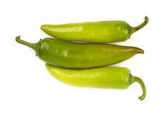 Зеленые свежие перцы jalapeno закрывают вверх на белизне Стоковое Изображение