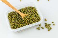 Зеленые фасоли в пластичной коробке Стоковые Изображения