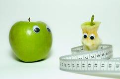 Зеленые яблоки и сантиметр Стоковое фото RF
