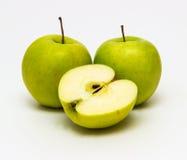 Зеленые яблоки на белой предпосылке Стоковые Фото