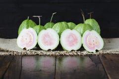 зеленые guavas Стоковые Изображения
