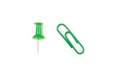 Зеленые pushpin и paperclip Стоковые Фото