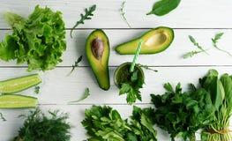 Зеленый авокадо smoothies Стоковые Изображения