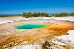 Зеленый бассейн горячего источника в национальном парке Йеллоустона, США Стоковое Изображение