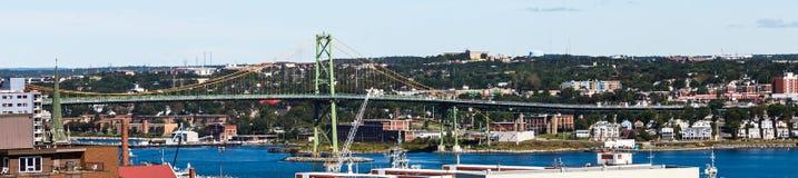 Зеленый висячий мост в Halifax стоковое изображение