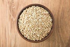 Зеленый гречиха на деревянном столе Еда концепции здорового питания Стоковые Изображения RF