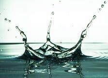 Зеленый жидкостный выплеск воды с падениями Концепция выплеска Стоковое Изображение