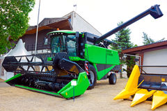 Зеленый зернокомбайн Стоковые Фото