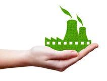 Зеленый значок атомной электростанции в руке Стоковые Изображения RF