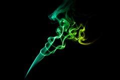Зеленый и голубой дым на темноте Стоковое Фото