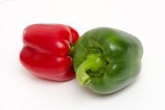 Зеленый и красный болгарский перец стоковые фото