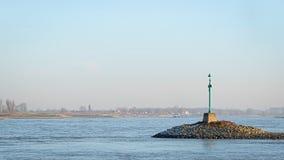 Зеленый маяк в реке Waal Стоковая Фотография RF