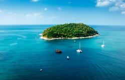 Зеленый остров в море Andaman стоковая фотография rf