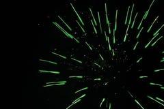 Зеленый одиночный взрыв фейерверков Стоковое Изображение RF