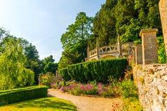 Зеленый парк, свеже отрезанная вегетация, хорошо поддерживаемый парк, walkin Стоковое Изображение RF