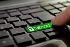 Зеленый пароль кнопки стоковые фотографии rf