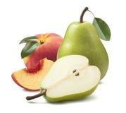 Зеленый персик груши изолированный на белой предпосылке Стоковое фото RF