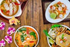 Зеленый салат папапайи, тайская лапша стиля, kong батата Тома, суп лимонного сорга кальмара пряный Стоковые Изображения